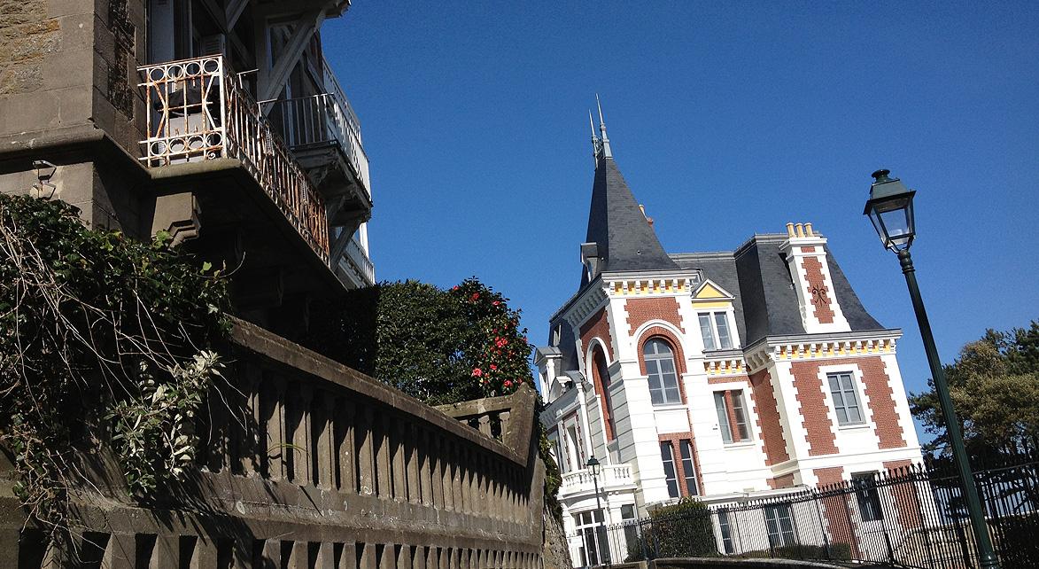NOUVEAUX MÉDIAS. TOURISME.FR